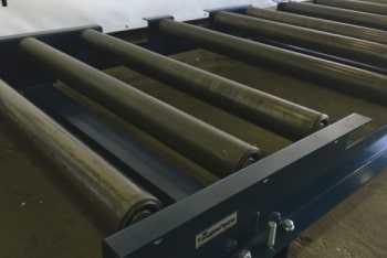 Роликовый конвейер для склада готовой продукции